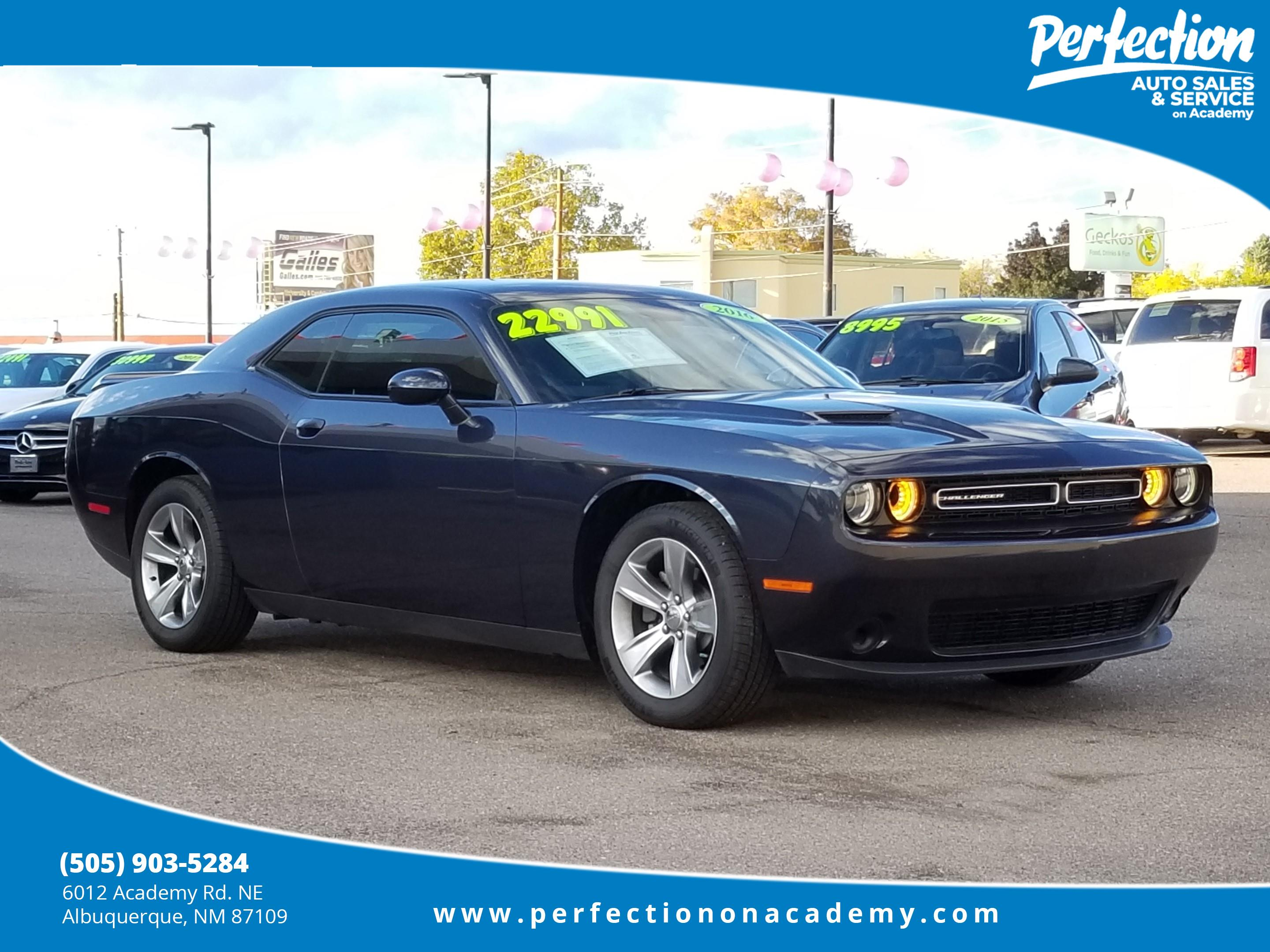Pre Owned 2016 Dodge Challenger Sxt